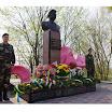 Ofrenda de las familias vascas y de la asociación Chernobil elkartea  en recuerdo de las víctimas de Chernobil en el monumento a Victor Kibenok  Ivankiv, Ucrania