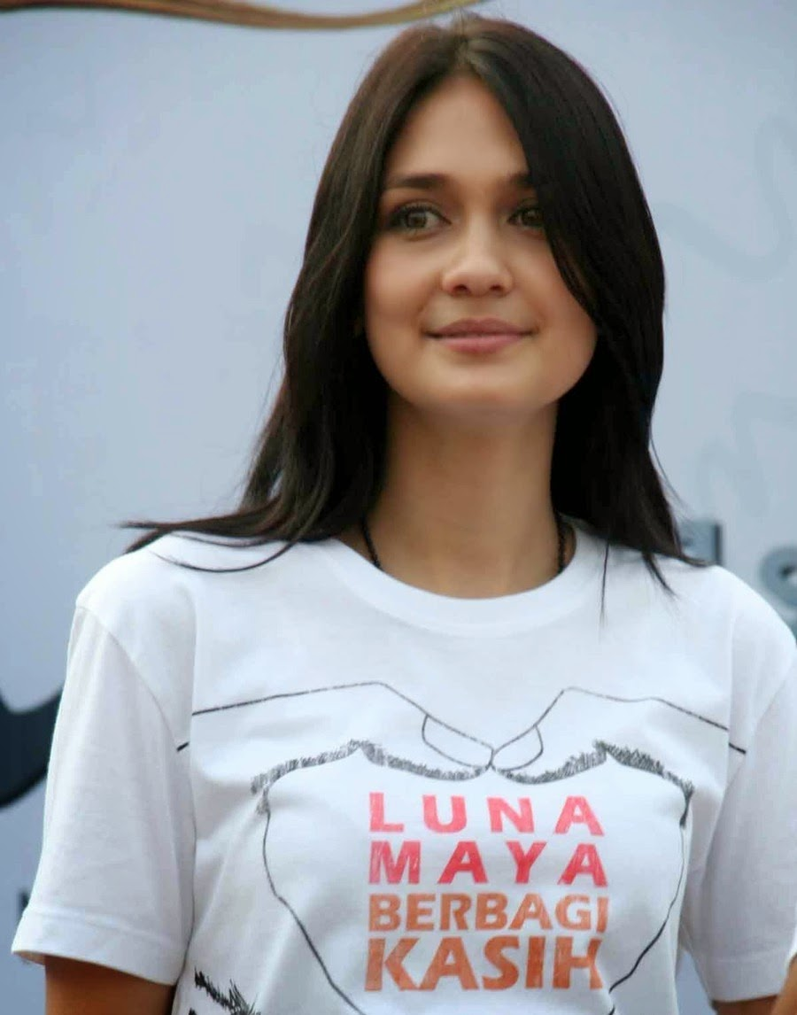 Indonesian Celebrity Good luna maya: indonesian top actress and model, her brief interesting