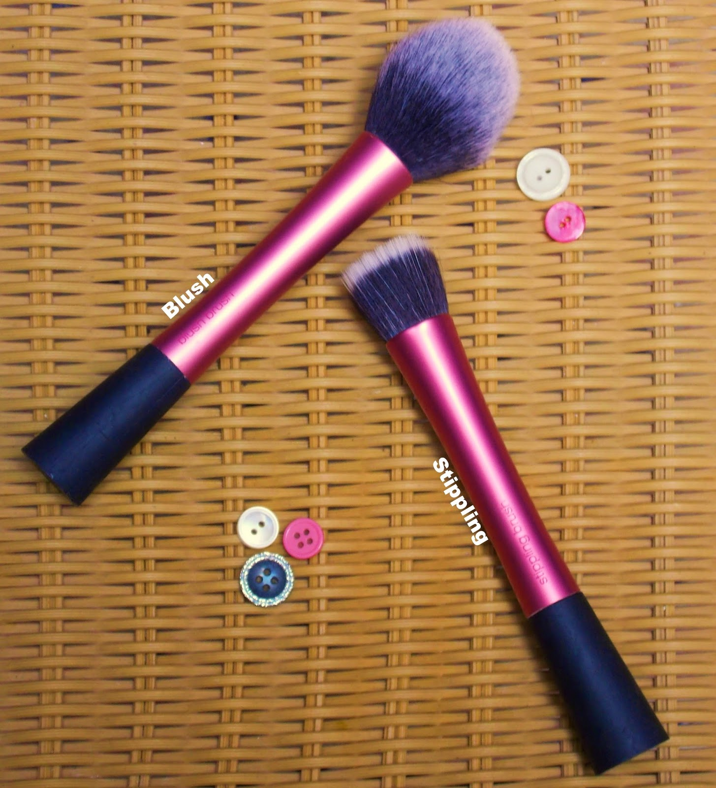Real Techniques Brushes, Sam Chapman, Pixiwoo,Beauty, correct tools, daily make up brushes, how to create a flawless base, make up brush collection, using make up brushes, why do I need make up brushes,