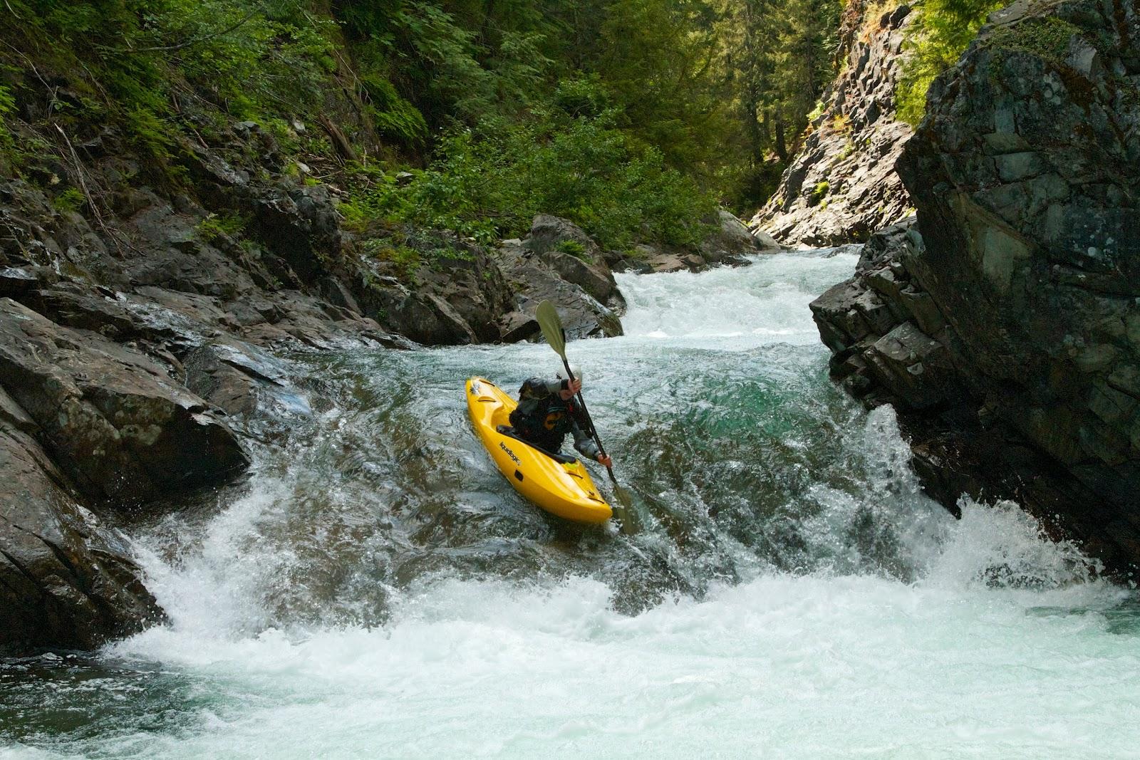 River Kayaking Wallpaper