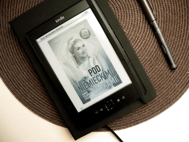 kokładka książki pod niemieckimi łóżkami