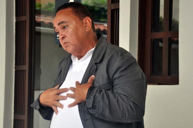 Professor do Estado denuncia fraudes em escola e é preso na frente dos alunos