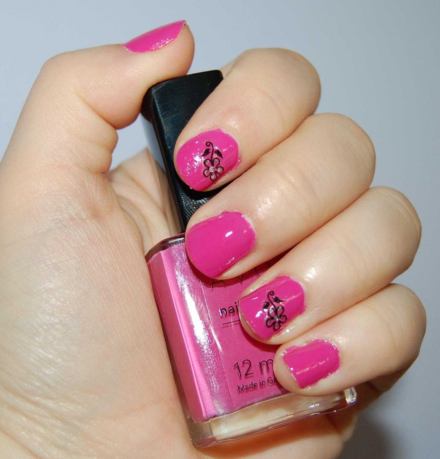 Gabrielle Colorful Beauty: NOTD: Avon Nailwear Pro Viva Pink