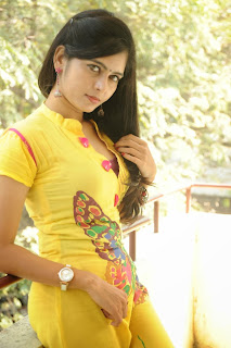 actress madhumitha Pictures at cut chesthe pm 025.jpg