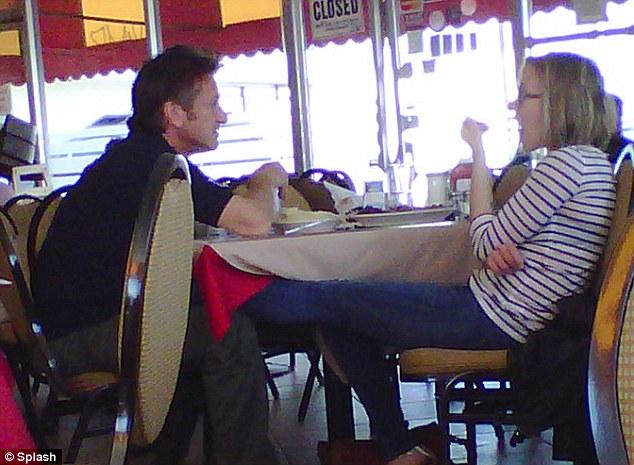 scarlett johansson y sean penn. Johansson and Sean Penn
