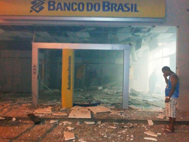 Agência bancária ficou destruída após ataque (Foto: Marcelo Oliveira/Arquivo pessoal)
