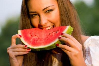 افقدي وزنك عن طريق تناول البطيخ خلال الصيف