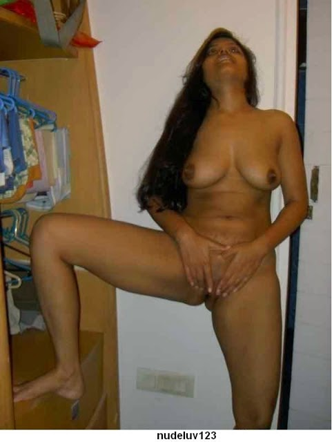mall u aunty nude saree sex