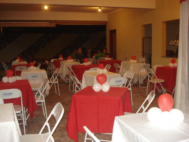 decoracao festa noivado:Bexigas num arranjo(igual na foto abaixo)