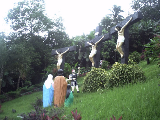 Image of Jesus Christ and the two revolutionaries in Kamay ni Hesus Shrine