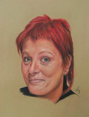 Retrato a pastel de mujer con el pelo rojo