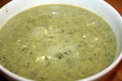 Plato de sopa de espinaca