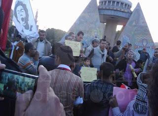 العشرات يتظاهرون بسوهاج دعما لمليونية «الكرامة الإنسانية»