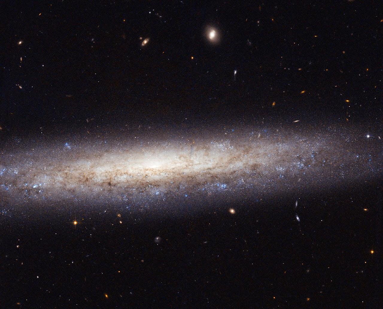 Galáxia NGC 4206 localizada a mais de 70 milhões de anos-luz da Terra