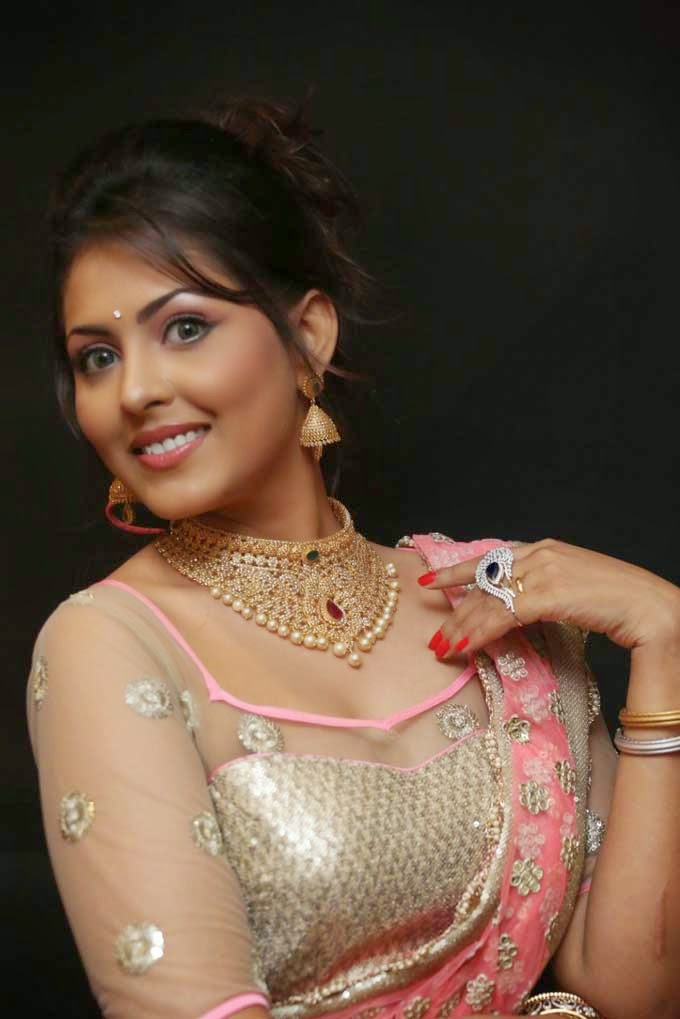 Actress Madhu Shalini Showcasing Uncut Diamond Choker