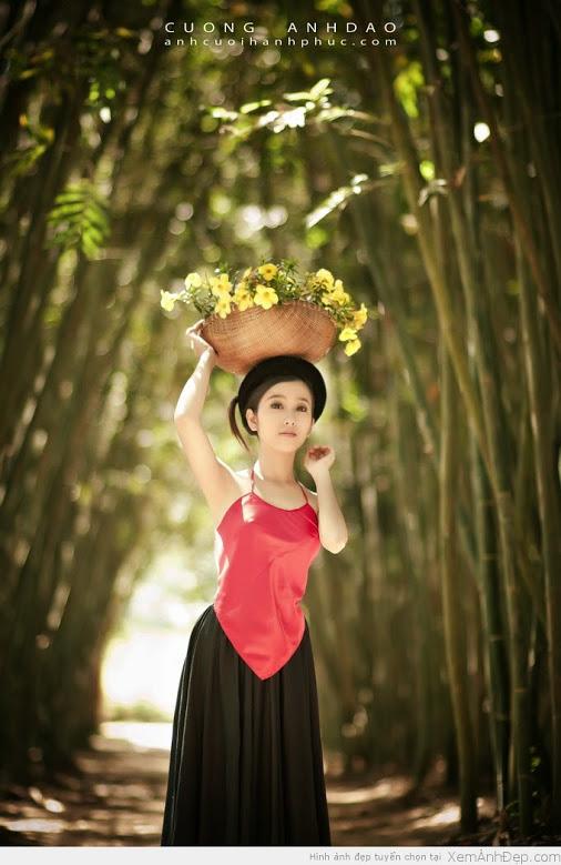 Girl xinh với áo yếm xưa bên hồ sen Phấn 1 16