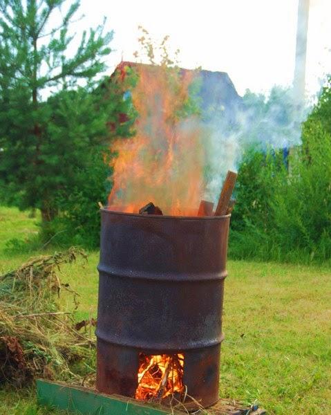 Печь для сжигания мусора из бочки на даче