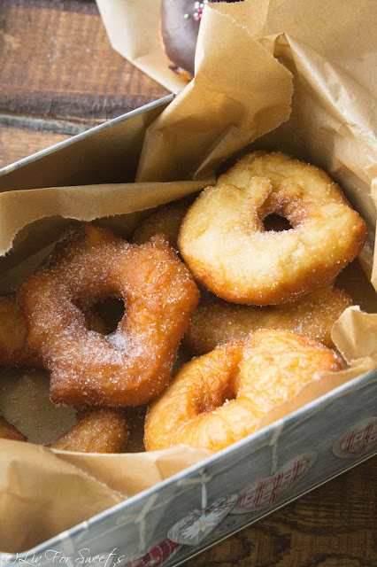 Donuts, Doughnut, Schokoglasur, Himbeerglasur, Rezept, Thermomix, Lecker Bakery, Donuts Grundteig, Basisteig, Basisrezept, Hefeteig