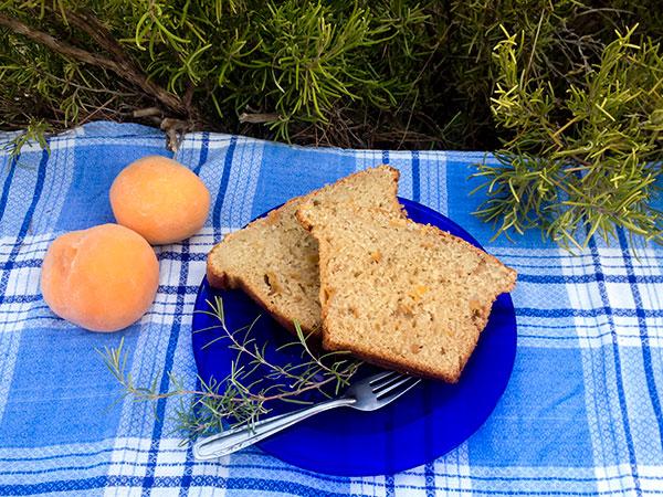 receta de bizcocho de melocotón al romero