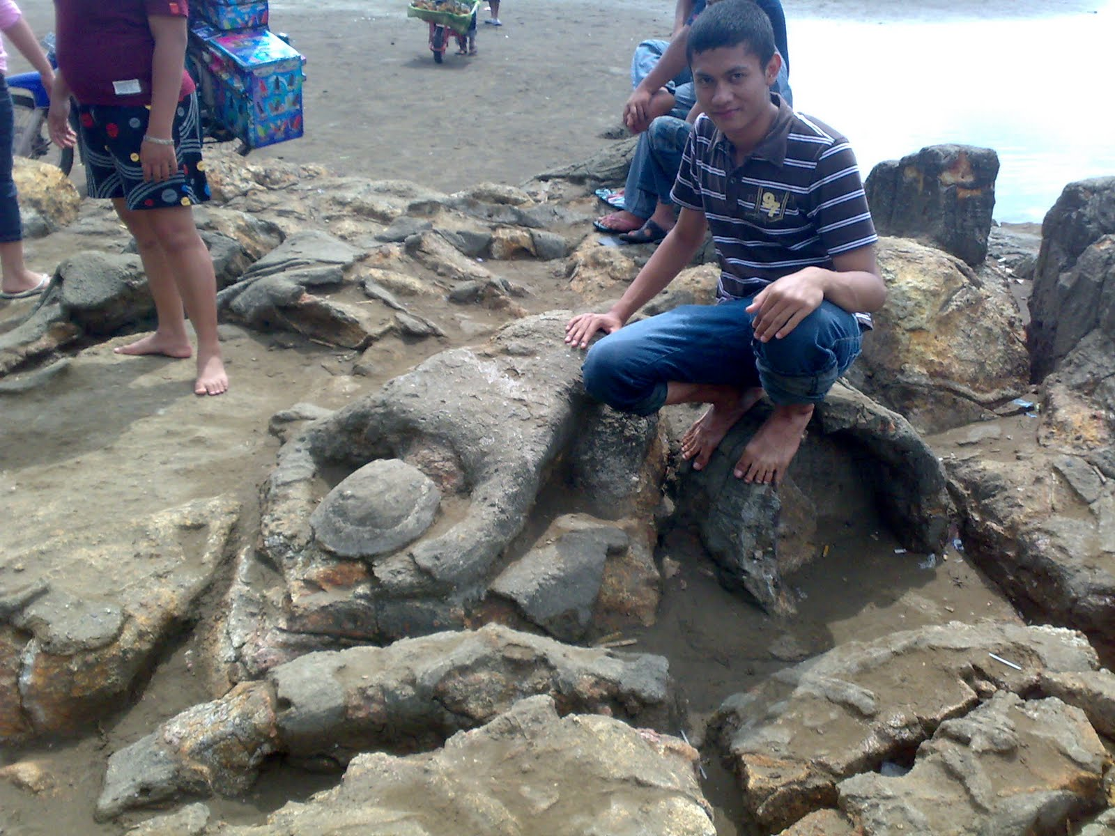 Foto patung batu malin kundang 61