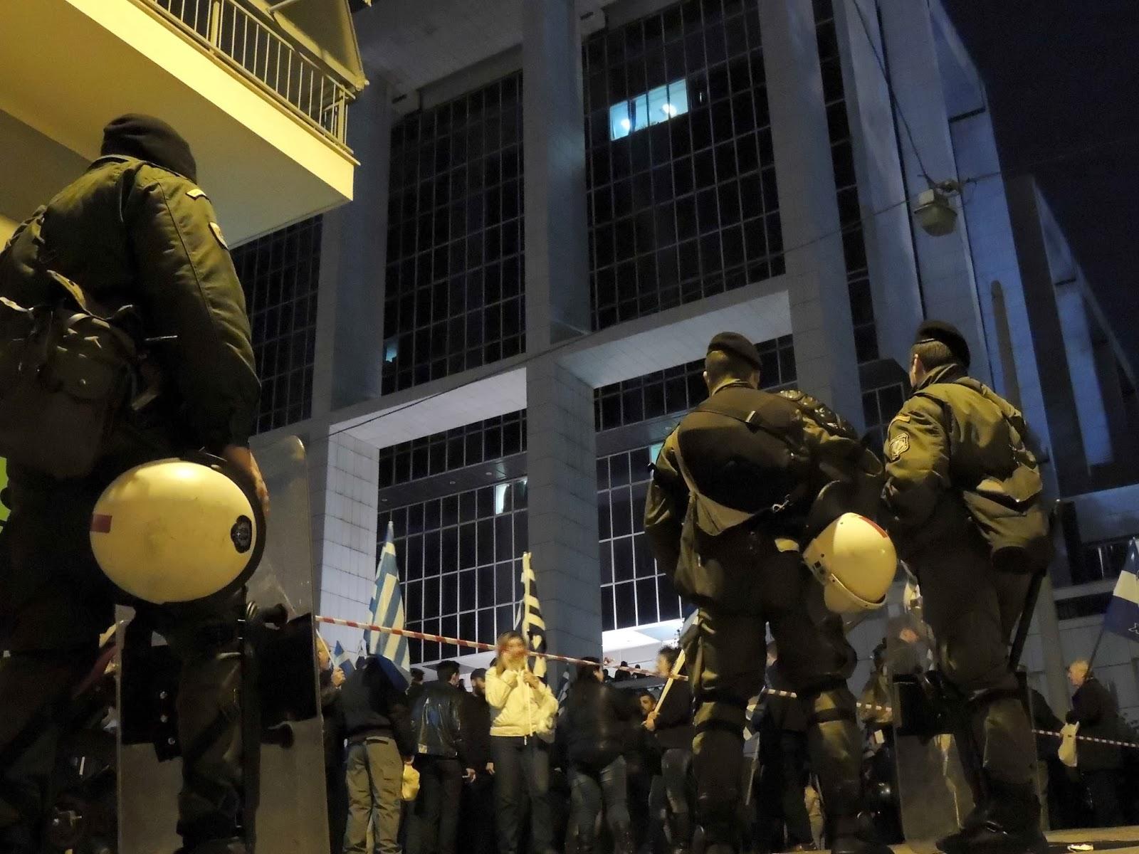 Χούντα προδοτών: Στη φυλακή οι βουλευτές της Χρυσής Αυγής για τις ιδέες τους!