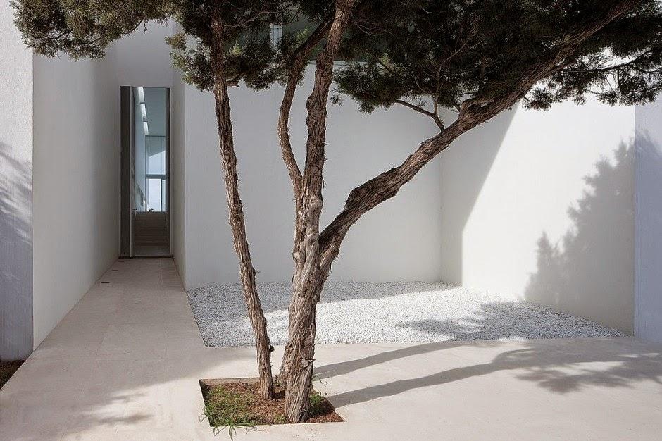 Casa infinity arquitectura minimalista aabe baleares for Casa minimalista historia