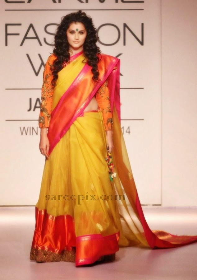 Taapsee-pannu-ramp-walk-saree