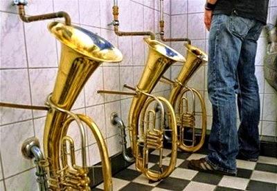Toilet Berbantuk Terompet