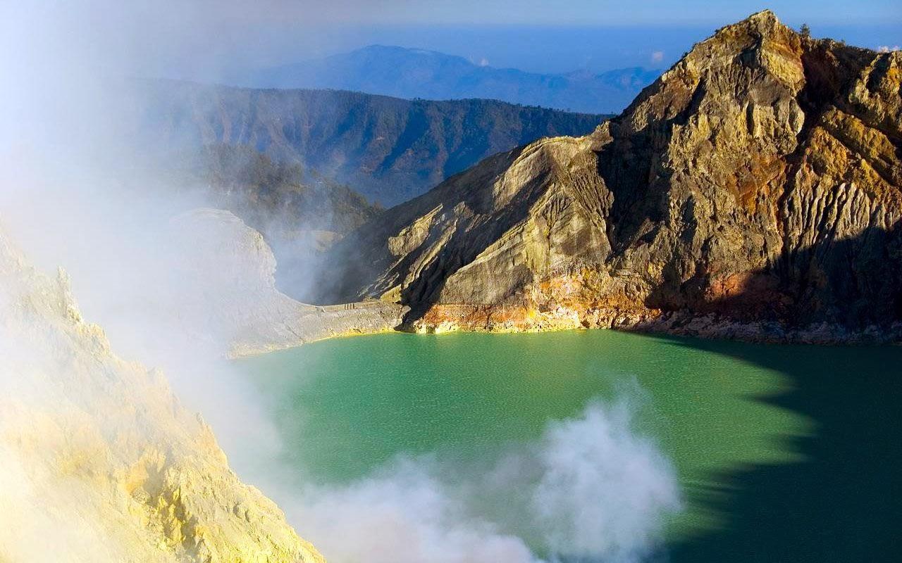 Kawah Ijen - Negri di Atas Awan - Paket Wisata Gunng Bromo dan Kawah Ijen
