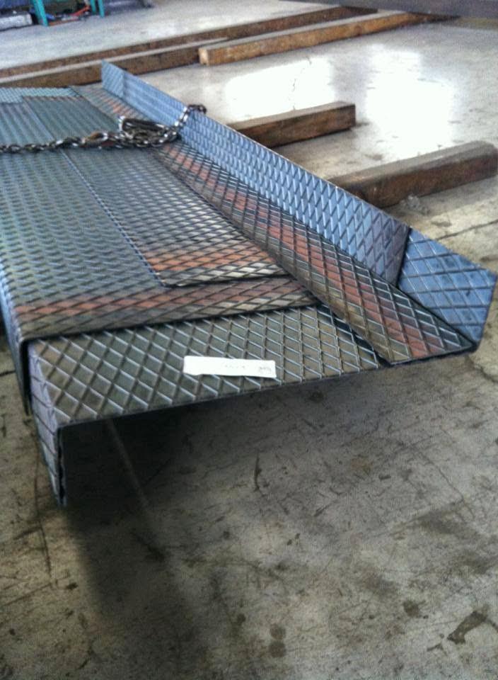 Plega corte y plegado de hierro en murcia escalones o for Escaleras 7 peldanos precio