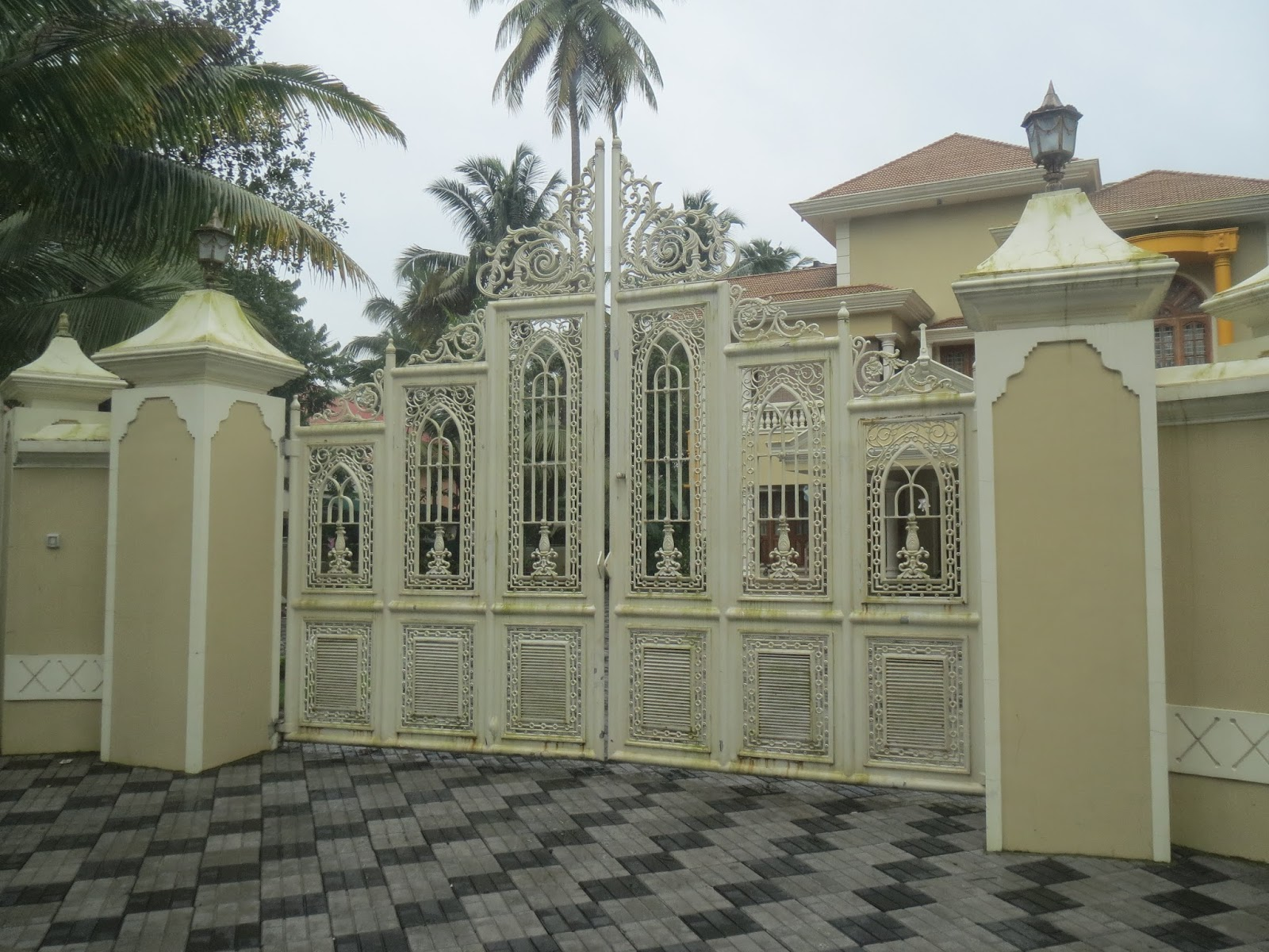 Kerala gate designs kerala house gate designs for Home gate architecture