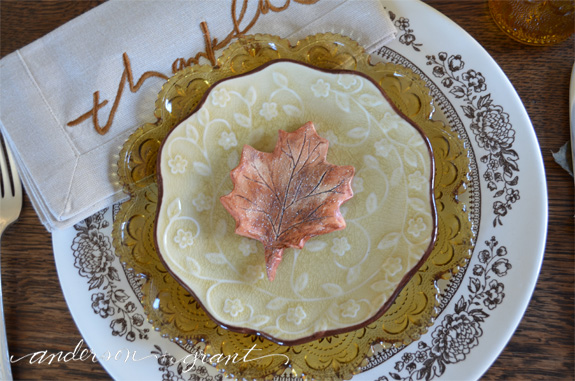 Tutorial on making DIY leaf favors for you Thanksgiving table | www.andersonandgrant.com