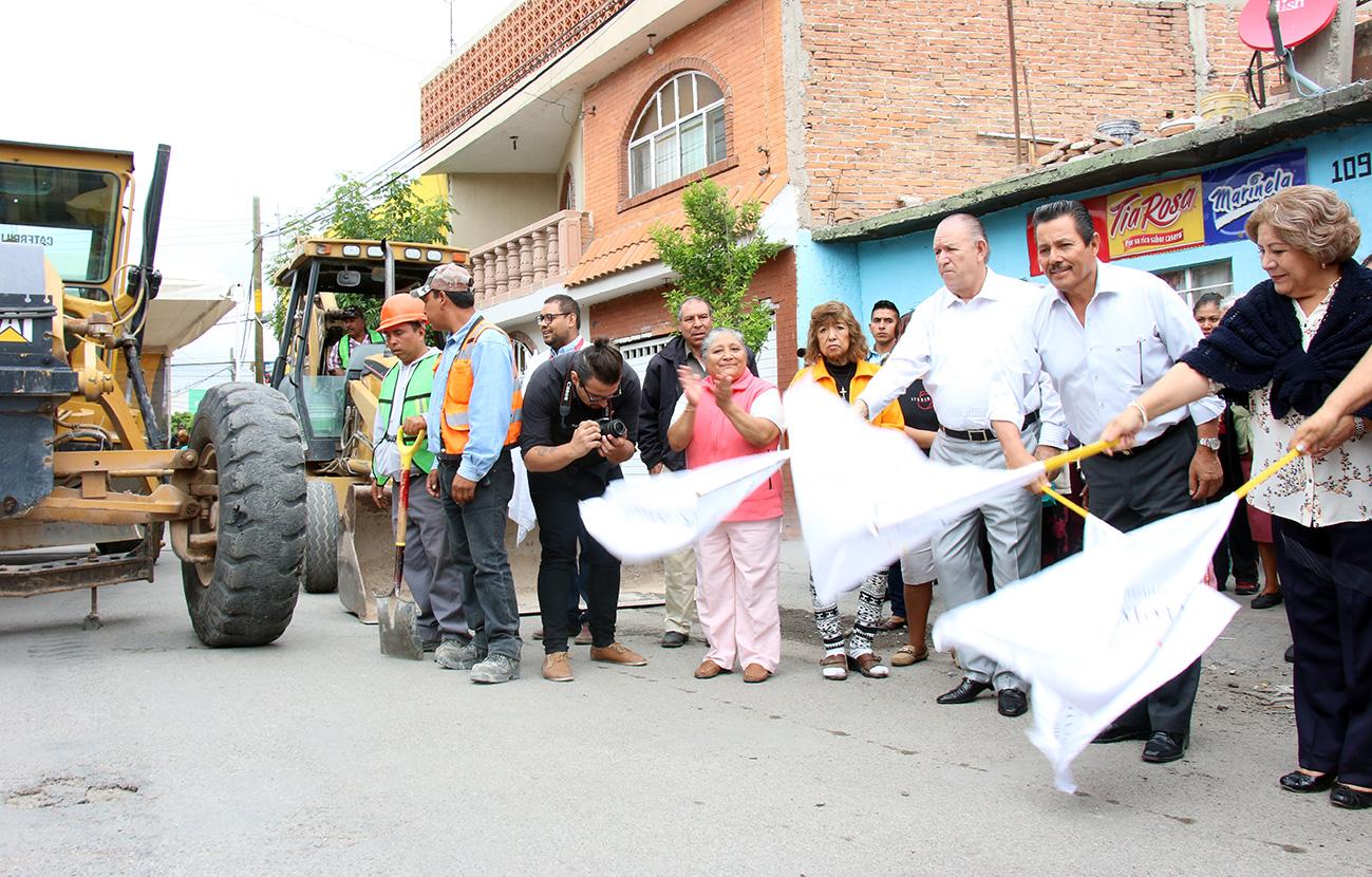 INICIA PAVIMENTACION DE LAS CALLES LOS ARBOLITOS, NUEVA DEL POTOSI Y JUAN DEL JARRO
