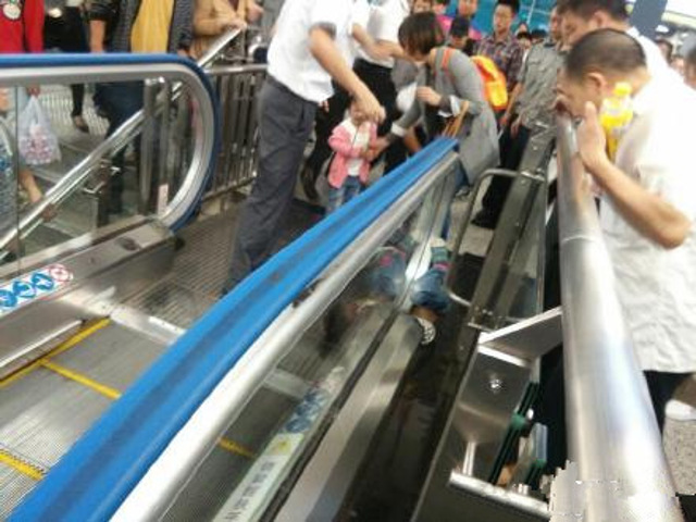 4-year-old Boy Passed Away In China After Getting Stuck In The Escalator! UNBELIEVABLE!