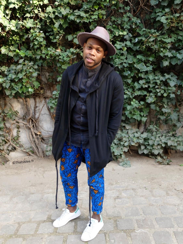 Marvin Saint-amand style veste sweat capuche zippee Fake Magic Custom, pantalon tissu africain imprimé wax bleu Sweet Secret Eshe, stant smith Adidas,  accumulation bracelets cuivre perles bois  H&M homme
