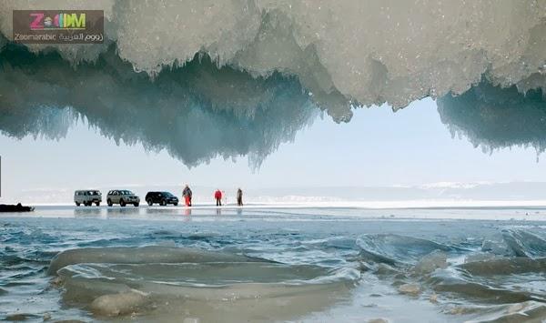 كهوف من الجليد في بحيرة بيكال بسيبيريا