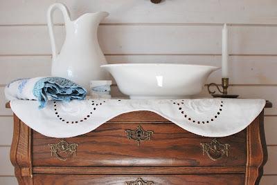 Muonamiehen mökki - Piironki ja pesupöytä-asetelma
