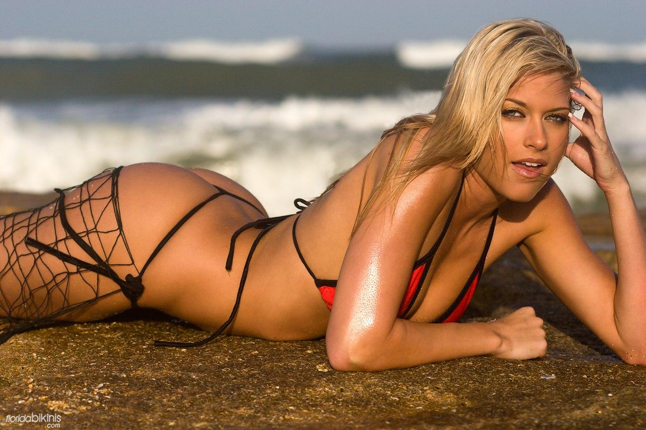 2011 Maxim Hot 100 Review