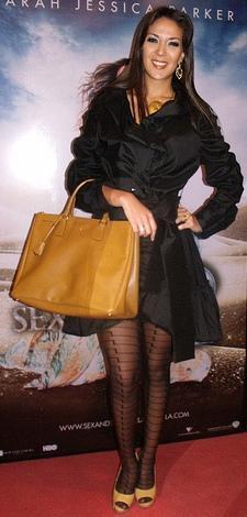 Silvia Cornejo luciendo curioso vestido negro