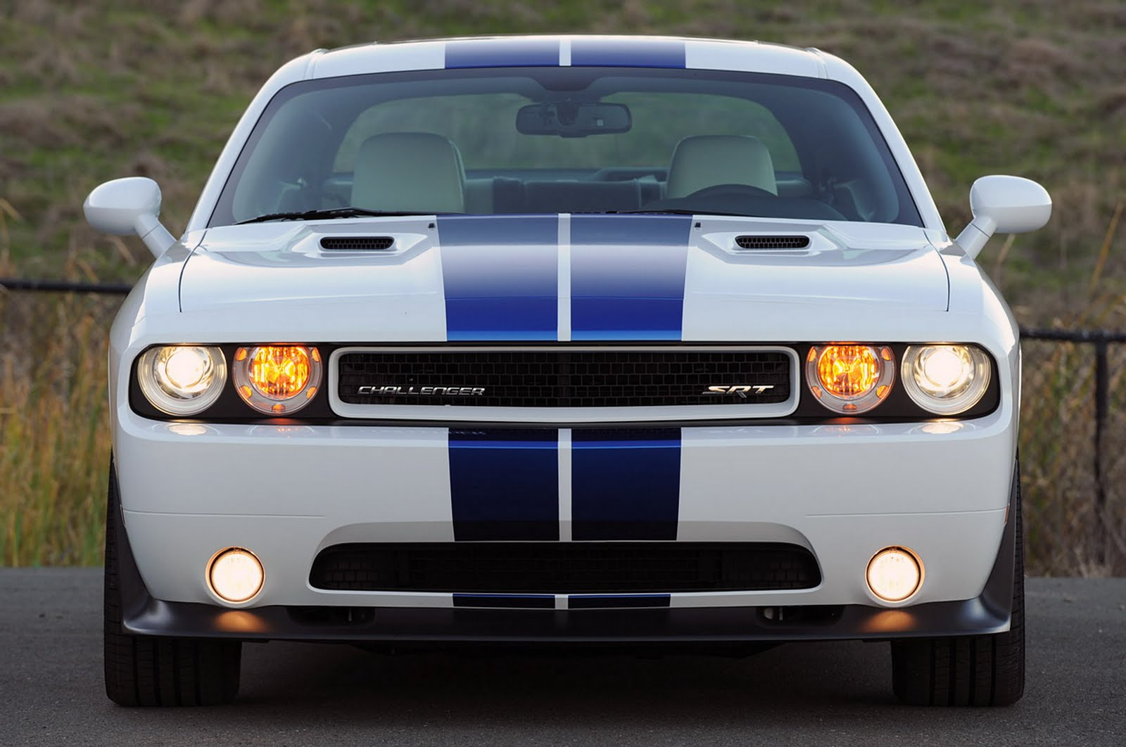2011 dodge challenger srt8 392 car review with pictures. Black Bedroom Furniture Sets. Home Design Ideas