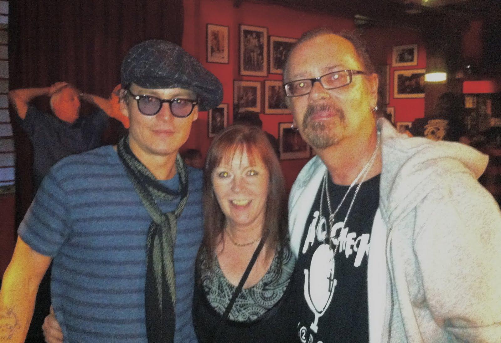 http://1.bp.blogspot.com/-wxBiwQuSfv8/Tg4l9bhIOSI/AAAAAAAAAGI/ZQQyho9f3Hk/s1600/Johnny+and+us.jpg