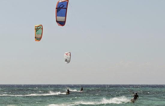 Pulau Tabuhan, Banyuwangi, tempat kitesurfing terbaik di Indonesia.