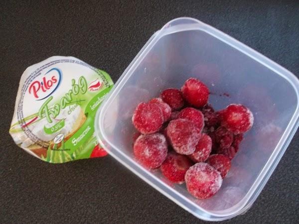 twaród pilos, owoce, maliny owoce, truskawki, danio, danonki dla dzieci