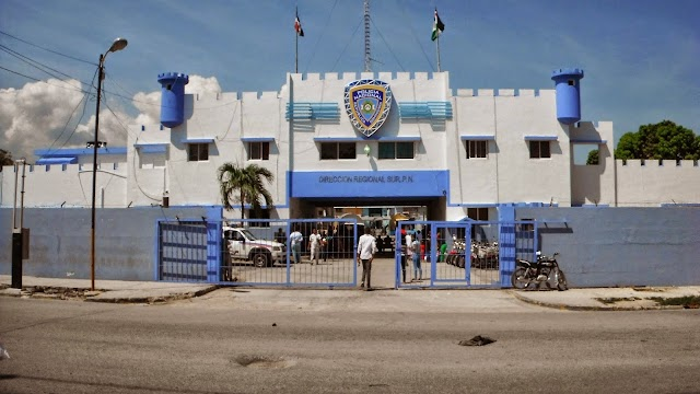 En Barahona: Destacamento, sargento, PN borracho, le entra a tiros raso y le da un pescoson cabo