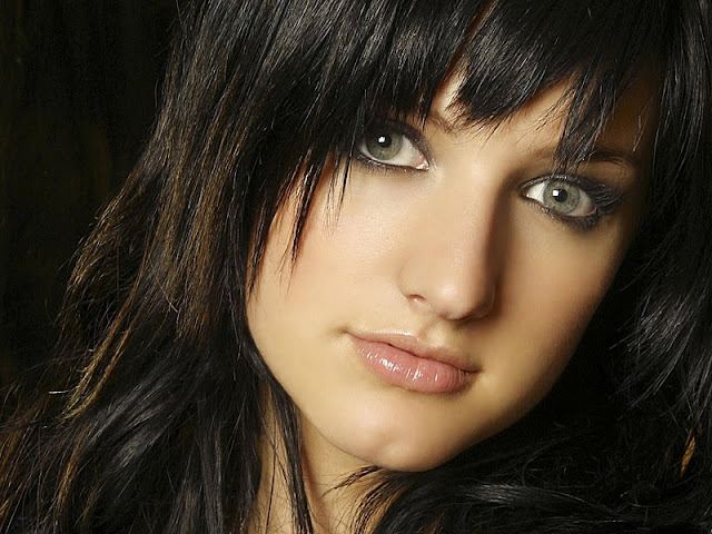 Ashlee Simpson Biography and Photos