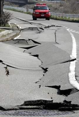 http://1.bp.blogspot.com/-wxYkl8jSnC8/TXsaX6NkIpI/AAAAAAAAFeU/OhFN4zF2Ksw/s400/terremoto-en-japon.jpg