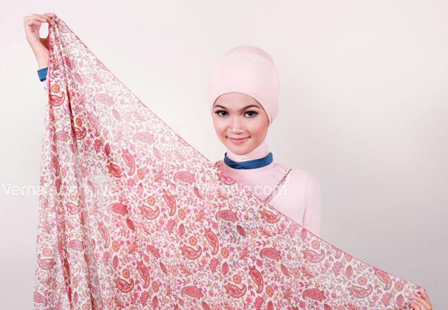 Cara Memakai Jilbab Segi Empat Motif Modis - Cara memakai hijab