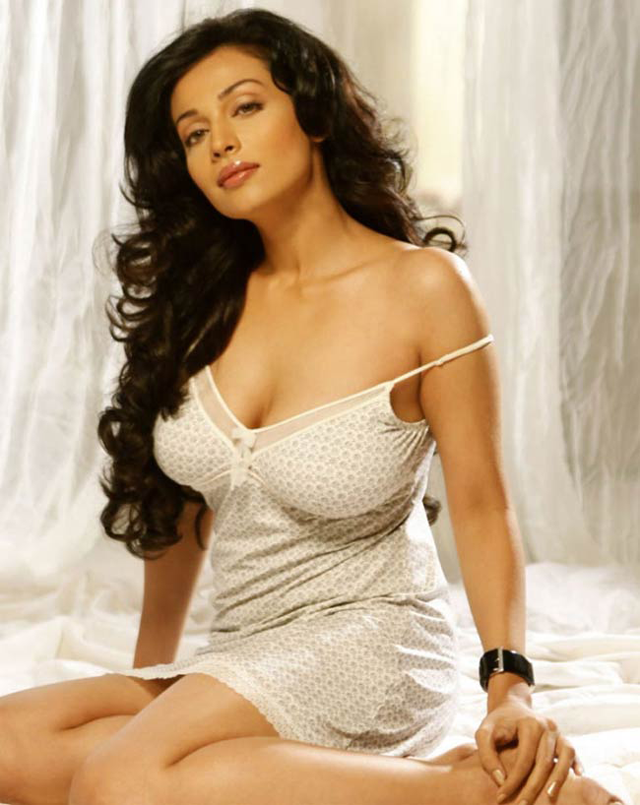south-indian-actress-flora-sen-hot-beautifull-south-beauty-15.png
