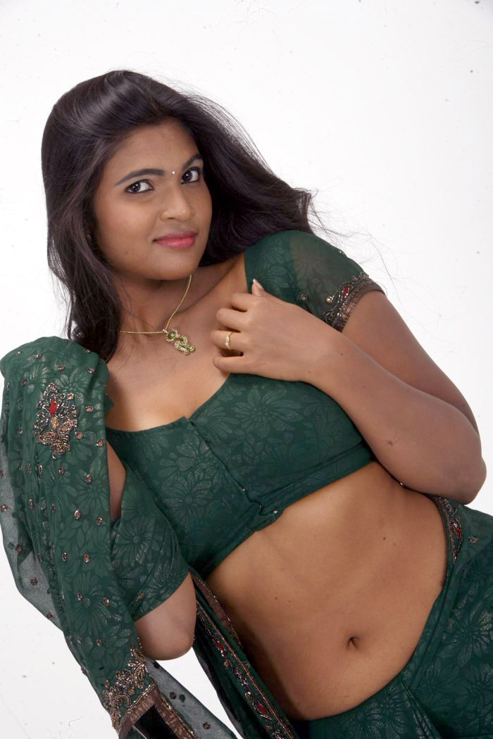 kerala sexy aunty hot green saree removing exposing deep navel spicy