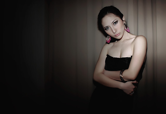 Puput Carolina Model Cantik Seksi